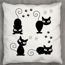 Подушки с принтом Черные кошечки